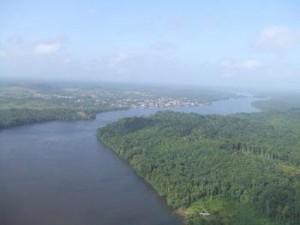 Vue aérienne de l'Oyapock